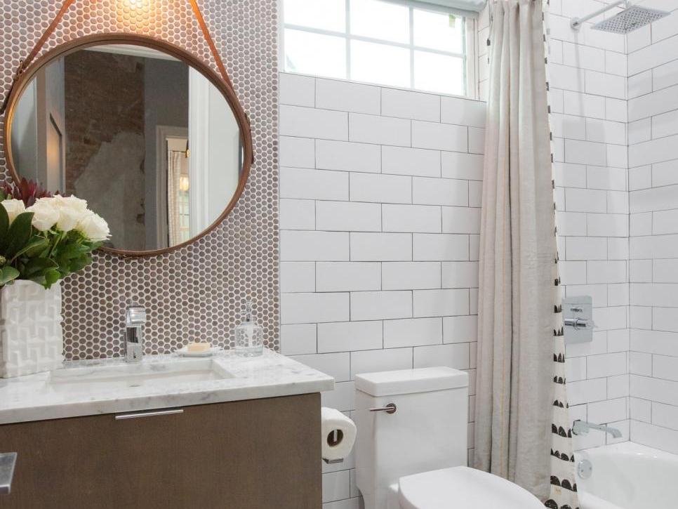 Brothers-Take-New-Orleans-Drews-Guest-Bathroom